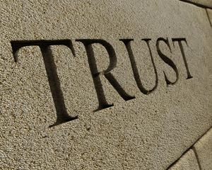 Cata incredere mai au romanii in banci