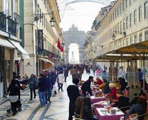 Romanii sunt printre cei mai atenti turisti la raportul calitate-pret