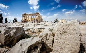 Turistii infectati cu noul coronavirus vor fi cazati GRATUIT in Grecia