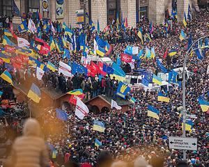 Armistitiul anuntat de Ianukovici, apa de ploaie: Violentele continua
