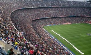 Dupa ce a transformat fotbalul dintr-un sport intr-o mare afacere, UEFA se revolta acum ca aceasta functioneza dupa regulile din business