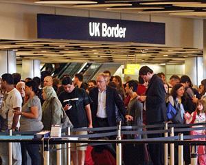 """Nu """"invazia"""" romanilor si bulgarilor este cea mai mare problema a Marii Britanii"""