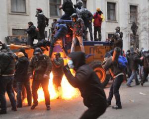 """Violentele de la Kiev ii ingrijoreaza pe """"democratii"""" romani"""