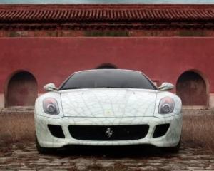 Un chinez bogat si-a distrus public Maserati-ul, nemultumit de serviciile firmei