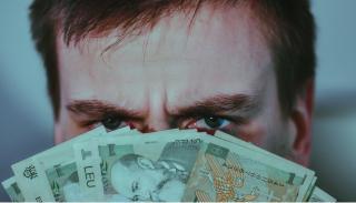 O idee bizara de a eradica saracia: bani pe degeaba de la Stat, pentru toata lumea!