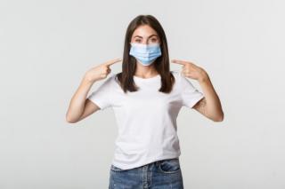Unii oameni iubesc sa poarte masca de protectie. De ce