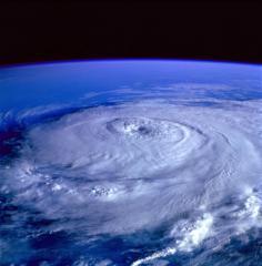 """Uraganul Florence a ajuns pe Coasta de Est a Statelor Unite. Autoritatile avertizeaza ca ar putea avea loc """"inundatii catastrofale"""""""