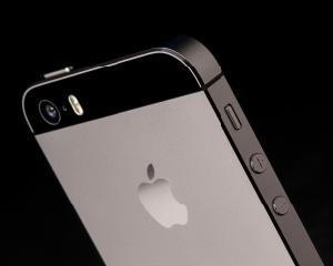 Apple anunta cresterea vanzarilor la iPhone-uri in ultimul trimestru din 2014
