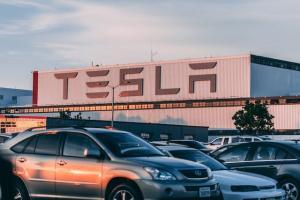 Vanzarile masinilor electrice s-au dublat in prima jumatate a lui 2019. Tesla, cel mai mare constructor din segment