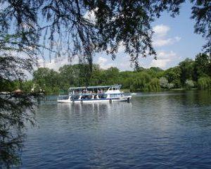 De 1 Mai, bucurestenii se vor bucura de plimbari gratuite cu vaporasele pe Lacul Herastrau