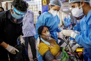 Vesti proaste de la OMS: Varianta indiana a coronavirusului e mai contagioasa si are un grad de rezistenta la vaccinuri. Tulpina a fost clasificata ca fiind ingrijoratoare