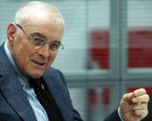 Guvernatorul Isarescu are un salariu de 12.000 de euro, mai mic decat sefii ASF