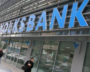 Trei luni de acum inainte, Volksbank tine cursul francului la 3,8035 de lei