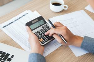 90% din veniturile romanilor in 2018 s-au dus pe mancare si taxe catre stat