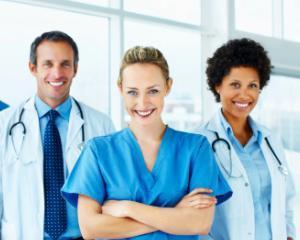 Medicii primesc venituri mai mari din octombrie 2016