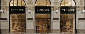 Tranzactie de 2 miliarde Dolari pe piata modei de lux: Michael Kors a cumparat casa de moda Versace