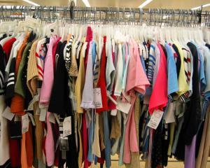 Brandurile mondiale si marii retaileri platesc pentru fabricile lor din Bangladesh