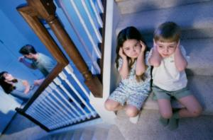 Cat de grav e afectata viata copiilor care asista la violenta in familie