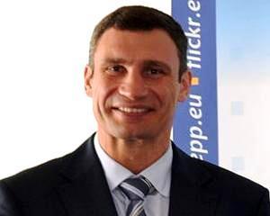 Viktor Ianukovici, facut knockout de Vitali Kliciko