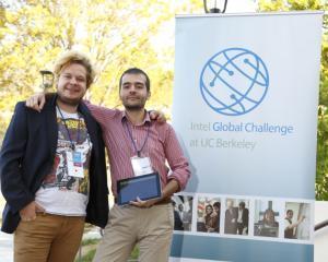 Romanii de la Gameleon castiga Intel Global Challenge