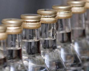 """Sticlele mici de vodca ar putea sa se """"evapore"""" din magazinele rusesti"""