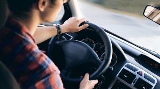 Trafic de Romania: un sofer din zece se enerveaza de fiecare data cand circula cu masina. 37% fac gesturi obscene