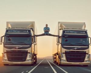Spagatul lui Van Damme nu a ajutat Volvo: Compania disponibilizeaza 2.400 de angajati