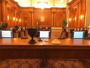 Update: Parlamentul a adoptat in UNANIMITATE decretul starii de urgenta