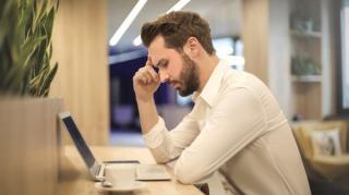 Un sfert dintre romani simt ca nu au intimitate cand lucreaza de acasa, iar 26% considera ca starea lor emotionala s-a inrautatit