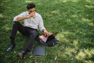 Esti workaholic? 7 semne care iti arata ca muncesti prea mult