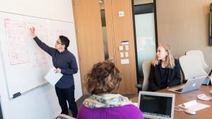 Sapte din zece angajati romani din sectorul privat lucreaza peste program