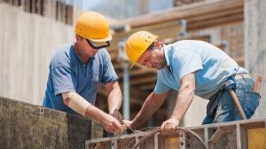 Guvernul s-a inteles cu Federatia Patronatelor din Constructii:  salariu minim brut de 3.000 de lei pe luna