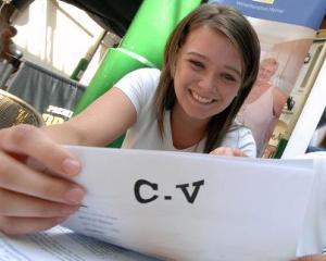 EY urca in topul preferintelor celor tineri, ca angajator