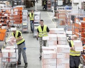 Retailerii online din Germania, criticati pentru conditiile de munca oferite angajatilor