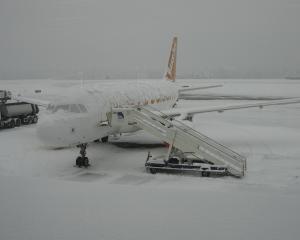 Aeroporturile bucurestene functioneaza normal. Intarzierile sunt de maximum 30 de minute
