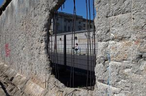 30 de ani de la caderea Zidului Berlinului