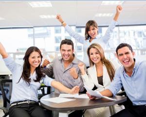 Propunere: program de munca de 10 ore pe zi si 3 zile de weekend pentru angajatii romani