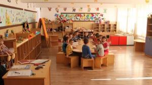 A fost promulgata Legea: Zile LIBERE pentru parinti, daca se inchid scolile