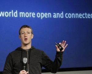 Facebook si telepatia. Vor castiga robotii? Schwarzenegger si Hawking in dialog cu Zuckerberg